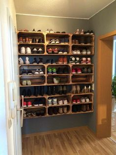 giant shoe rack made out of discarded pallets shoe rack food storage and pallets. Black Bedroom Furniture Sets. Home Design Ideas