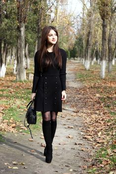 Пальто в карамельном оттенке Chicwish Dandy My Style Wool-Blend Coat in Caramel и черное теплое платье Chicwish Walking into Fall Knit Dress in Black - mirandabeautyworld