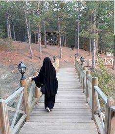 slamic anime ve tesettür Hijab Niqab, Muslim Hijab, Hijab Chic, Hijab Outfit, Anime Muslim, Niqab Fashion, Modern Hijab Fashion, Muslim Fashion, Arab Girls Hijab