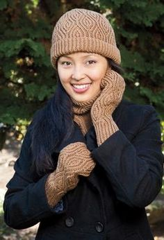 Almond Accessories Set by Dagmar Mora- pattern from knitpicks- wonder how this would look in Chroma