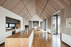 Pavilion architecture for Barwon Heads beach house - pin more images of this house and lots of others at http://www.designhunter.net/pavilion-architecture-barwon-heads/  #architecture #interior design