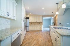 Rta Kitchen Cabinets, Bathroom Cabinetry, Kitchen Cabinet Remodel, Shaker Cabinets, Wood Cabinets, White Diy Kitchens, Black Kitchens, 3d Kitchen Design, Kitchen Cabinet Design