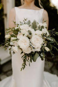 White Rose Bouquet, Rose Bridal Bouquet, White Wedding Bouquets, Bride Bouquets, Bridal Flowers, Floral Wedding, Wedding White, Peach Bouquet, Autumn Wedding Bouquet