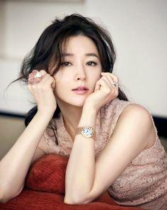 Lee Young Ae - Cosmopolitan June 2014