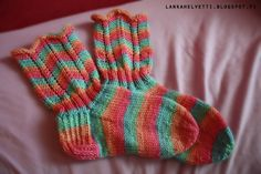 Hand Knitting, Knitting Ideas, Knit Crochet, Henna, Gloves, Crafts, Crocheting, People, Fashion