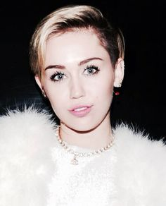 Miley Cyrus #chippewa *she has HOLLYWOOD lips, found in the Netherlands, West African populations, etc.