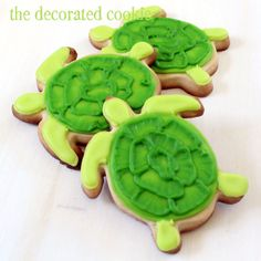 turtle cookies with brush embroidery decorating technique