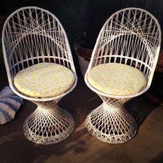 Vintage Russell Woodard spun fiberglass patio setting. Revamped cushions