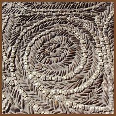Patio de las Tabas (Las Francesas), el pavimento está realizado con un empedrado de guijarros seleccionados y multitud de huesos, concretamente tabas o astrágalos de animales. / Knuclebones Yard (Las Francesas), the floor is made of a selected pebbles and cobbles of many bones, specifically astragali knucklebones or animals.