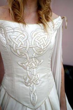 pagan wedding dress Beautiful Celtic wedding dress All things Celtic& Irish Moda Medieval, Medieval Dress, Pagan Wedding Dresses, Wedding Gowns, Bridal Gown, Scottish Wedding Dresses, Viking Wedding Dress, Scottish Weddings, Wedding Tuxedos