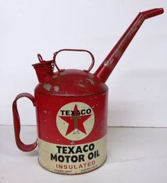 Vintage Replica Texaco Motor Oil Gasoline Can Spout Gas Station Pump Collectible Old Gas Pumps, Vintage Gas Pumps, Vintage Oil Cans, Vintage Tins, Vintage Style, Vintage Metal Signs, Bicicletas Raleigh, Pompe A Essence, Old Gas Stations
