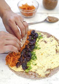 Sandwich roulé végétarien - Tofu à tartiner/ Beurre d'amande /Carotte /Echalote verte/Datte