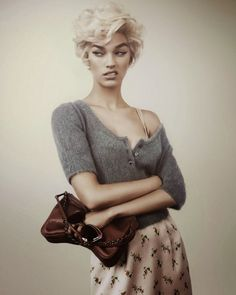 Fabulous Hair Tutorials - This Pin-Up Hair Tutorial by Jane Aldridge is… 40s Hairstyles, Vintage Hairstyles, Haircuts, Blonde Hairstyles, Pin Up Hair, My Hair, Face Hair, Pelo Vintage, Peinados Pin Up