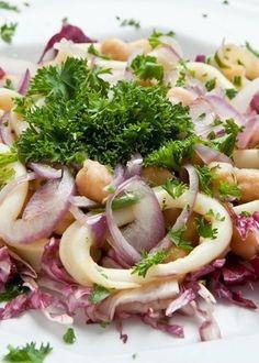 Salada de grão de bico com lula.
