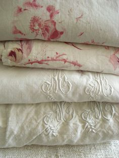 Monogrammed and Pattern Linen Textiles Vintage Country, French Vintage, Vintage Decor, Vintage Linen, Vintage Sheets, French Country, Vintage Style, Linen Fabric, Linen Bedding