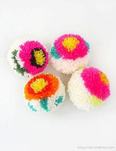How-To: Pretty Flower Pom-Poms #yarn #DIY #pompoms
