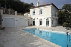 Luxe villa met gastenverblijf en prachtig uitzicht op prestigieuze locatie en op loopafstand van zee