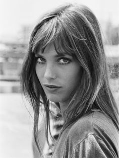 Vintage Hairstyles With Bangs Jane Birkin hair - These celebrity hairstyles look as glorious now as they did then. Celebrity Hairstyles, Hairstyles With Bangs, Straight Hairstyles, Girl Hairstyles, Vintage Hairstyles, French Hairstyles, Stylish Hairstyles, Party Hairstyles, Wedding Hairstyles