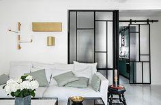 Verrières d'atelier et porte coulissante sur mesure  Adrian Ducerf - artisan menuisier ferronnerier  Projet Hauvette & Madani - architectes d'interieur