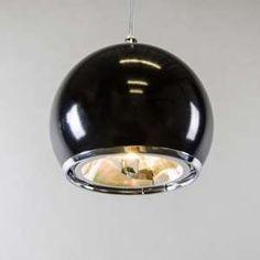 Lámpara colgante PORT - Lámpara colgante en forma de bola en color negro brillante con bombilla halógena AR111. Este modelo emite un haz de luz concentrado y, por lo tanto una luz muy atractiva.  #vintage