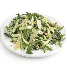 Shaved Asparagus Salad with Aged Gouda and Hazelnuts--Raw strips of asparagus are crisp, juicy, and great in salads. Allow the asparagus to marinate for no more than 15 minutes; any longer and it will begin to lose its crunchy texture. Did this - DELISH! Rice Recipes, Salad Recipes, Appetizer Recipes, Recipies, Dinner Recipes, Appetizers, Cooking Recipes, Easy Asparagus Recipes, Hazelnut Recipes