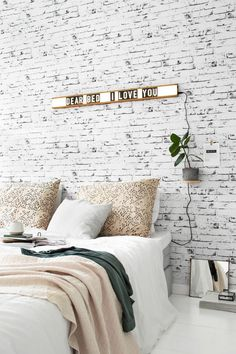 Bedroom lightbox - brick wall - Tanja van Hoogdalem