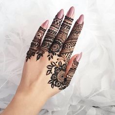What is a Henna Tattoo? Henna tattoos are becoming very popular, but what precisely are they? Modern Henna Designs, Indian Henna Designs, Finger Henna Designs, Henna Art Designs, Mehndi Designs For Girls, Mehndi Designs For Fingers, Latest Mehndi Designs, Simple Mehndi Designs, Mehandi Designs