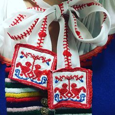 #slovakgirls #slovakia #slovenskyfolklor #vazec #vianoce #praha #folklornysubor #limbora #kroj 4th Of July Wreath, Folk Art, Instagram Posts, Popular Art