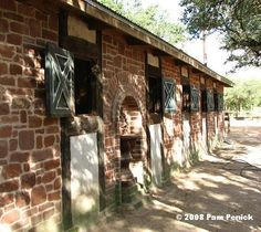 http://www.penick.net/digging/images/2008_06_13%20Switch%20Willo/Brick%20horse%20stalls.JPG