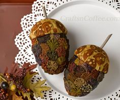 DIY these gorgeous acorns with vintage fabric yo-yos. See how on CraftsnCoffee.com.