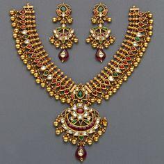 Jewelry OFF! India Jewelry, Temple Jewellery, Indian Wedding Jewelry, Bridal Jewelry, Gold Jewellery Design, Gold Jewelry, Gold Necklaces, Cz Jewellery, Antique Jewellery