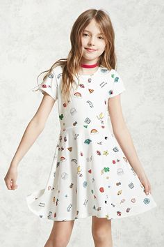 Forever 21 Girls - A woven T-shirt dress featuring an allover floral print, shift silhouette, a round neckline, short sleeves, and a concealed back zipper. Cute Little Girl Dresses, Cute Girl Outfits, Kids Outfits, Dresses For Teens, Girls Dresses, Woman Dresses, Moda Kids, Forever 21 Girls, Kid Outfits