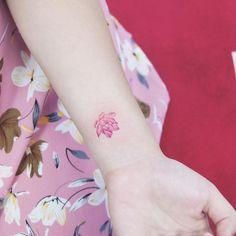Lotus . . . #tattooistdal #daltattoo #tattoo #tattoos#tattooed #tattooing #tattoodesign #tattooart #tattooedgirls #lotustattoo #colortattoo #minitattoo #tattooer #tattooist #flowertattoo #타투이스트달 #달타투 #타투 #미니타투 #팔타투 #손목타투 #컬러타투 #꽃타투 #연꽃타투 #라인타투