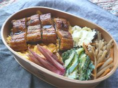 Good realistic box lunches without surplus decoration.過飾なしの美味しいリアル弁当。 ブログ:毎日弁当
