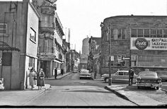 20 Pictures Of Montreal In The That Show A Simpler Yet Very Colourful Time Old Montreal, Montreal Ville, Montreal Quebec, Canada Images, Urban, Vintage Photography, Old Pictures, Historical Photos, 1950s