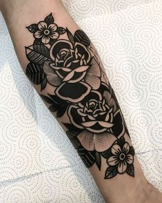 Girls With Sleeve Tattoos, Tattoos For Guys, Life Tattoos, Body Art Tattoos, Tattoos Skull, Tatoos, Traditional Tattoo Flowers, Traditional Tattoo On Foot, Traditional Roses