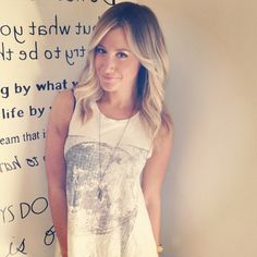 SO in love with her short hair. and this ombre. mmh so incredibly good!