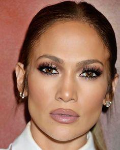 trendige Make-up-Ideen Morenas Jennifer Lopez Smokey Eye Jennifer Lopez Short Hair, Jennifer Lopez Makeup, Jennifer Lopez Hairstyles, Jlo Makeup, Beauty Makeup, Hair Makeup, Jlo Short Hair, Short Hair Styles, Pelo Corto Jennifer Lopez