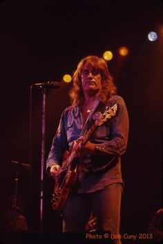 Alvin Lee   Alvin Lee  Winterland, San Francisco  February 14, 1975   Photos of Alvin Lee by Dan Cuny  Photo of Ten Years After by David ...