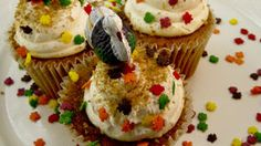 Thanksgiving dessert turkey cupcakes