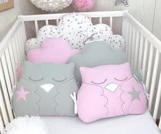 Delivery delay for making the item, see livraison. Please contact me for more information 3 cloud cushions, one for the top bed 60cm wide/32cm high 2 cloud cushions for the sides 40cm wide/ 30cm high each Cotton material white with grey stars and 2 owl cushions 30cm wide/ 27cm high