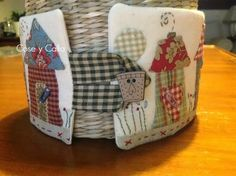Cose y calla : ...Para mi rincón de costura!!! Patchwork Designs, Patchwork Bags, Applique Patterns, Applique Quilts, House Quilts, Baby Quilts, Small Sewing Projects, Sewing Crafts, Japanese Patchwork
