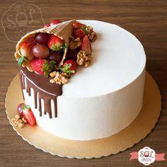 Qual é o seu estilo de bolo? What is your style of cake? White Birthday Cakes, Cookie Cake Birthday, Sweet Recipes, Cake Recipes, Dessert Recipes, My Dessert, Cake Decorating For Beginners, Cake Decorating Techniques, Bolos Naked Cake