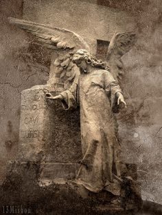 Angel statues always make awesome photos