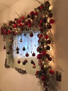 Christmas Mantels, Christmas 2019, Christmas And New Year, Christmas Wreaths, Light Decorations, Christmas Tree Decorations, Holiday Decor, Christmas Flowers, Xmas Tree