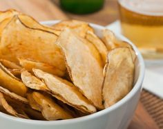 This is a guide about making crisps or potato chips in the microwave. One healthier way to make potato crisps or chips is to use your microwave. Potato Chips Homemade, Microwave Potato Chips, Home Made Potato Chips, Nuwave Oven Recipes, Cooking Recipes, Chips Au Micro Onde, Patatas Chips, Crispy Baked Potatoes, Wie Macht Man