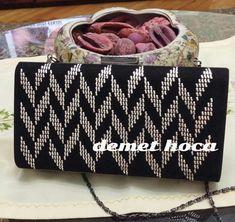 Best 11 Cantam – SkillOfKing.Com Plastic Canvas Stitches, Plastic Canvas Patterns, Weaving Patterns, Bargello, Handmade Bags, Diy And Crafts, Cross Stitch, Shoulder Bag, Knitting