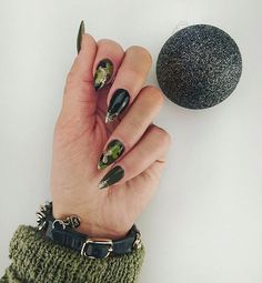 ♥Kamuflaż♥ #kamuflaż #camouflage #moro #khaki #paznokcie #nails #black #massimodutti #bracelet #green #mora #moire #moronails #paznokciemoro #boskiepaznokcie