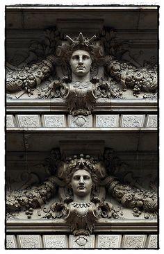 Place Boïeldieu. Opéra comique. Façade Bas-reliefs.Paris II
