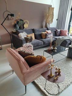 comfortable, velvet, corner sofa and pink chair - Home Decor Decoration Hall, Decoration Inspiration, Decor Ideas, Room Ideas, Living Room Decor, Home Design Living Room, Couch, Corner Sofa And Armchair, Velvet Corner Sofa